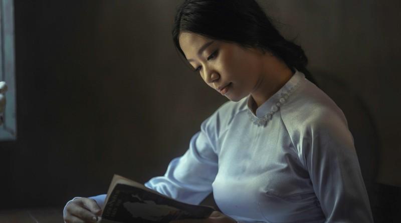 жена с книга